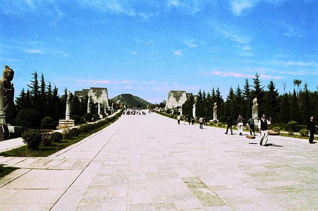 Белая пирамида мавзолей Цянь Линг