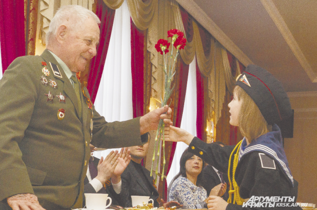 За два дня участники акции поздравят с праздником около 200 ветеранов.