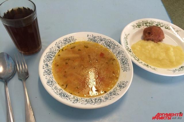 Обед в волгоградской школе выглядит не аппетитно.