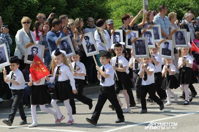 Имена своих дедов-героев в России знают даже школьники.