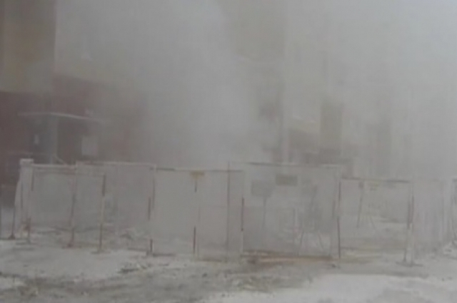 Прорыв теплотрассы в одном из дворов Сургута.