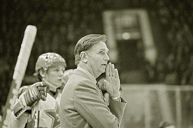 Старший тренер хоккейной команды ЦСКА и сборной СССР Виктор Тихонов. 1978 год