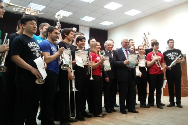 Вячеславу Прокопову и его ученикам вручили грамоты во ВГИИКе.