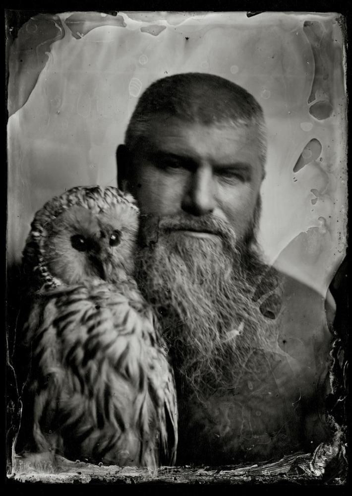 На фотографиях Алексея Серебрякова запечатлены известные люди Челябинска. Так, с совой ему позировал предприниматель Илья Ройтенберг.