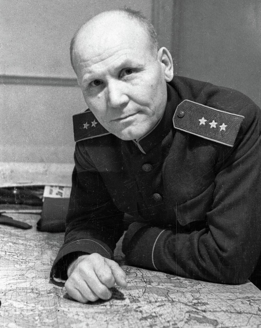 Генерал-полковник Иван Степанович Конев, командующий войсками Степного фронта. 1943 г.