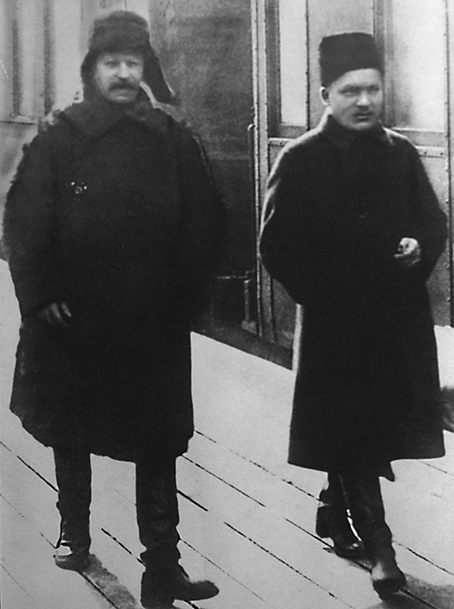 Сталин и Киров на Ленинградском вокзале, 1928 год