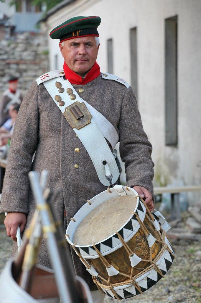 Участники фестиваля стараются воссоздать исторические реалии того времени