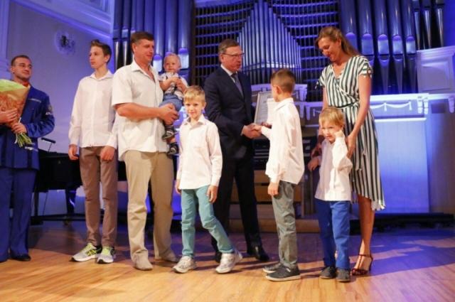 Семья Мироненко на вручении премии