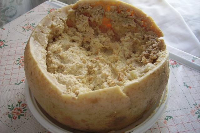 Касу Марцу кишит личинками - за это и считается деликатесом!