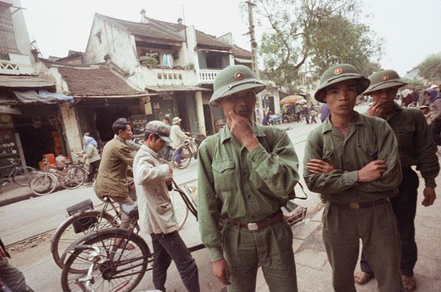 Бойцы Вьетнамской Народной армии в провинции Лангшон в зоне боевых действий.