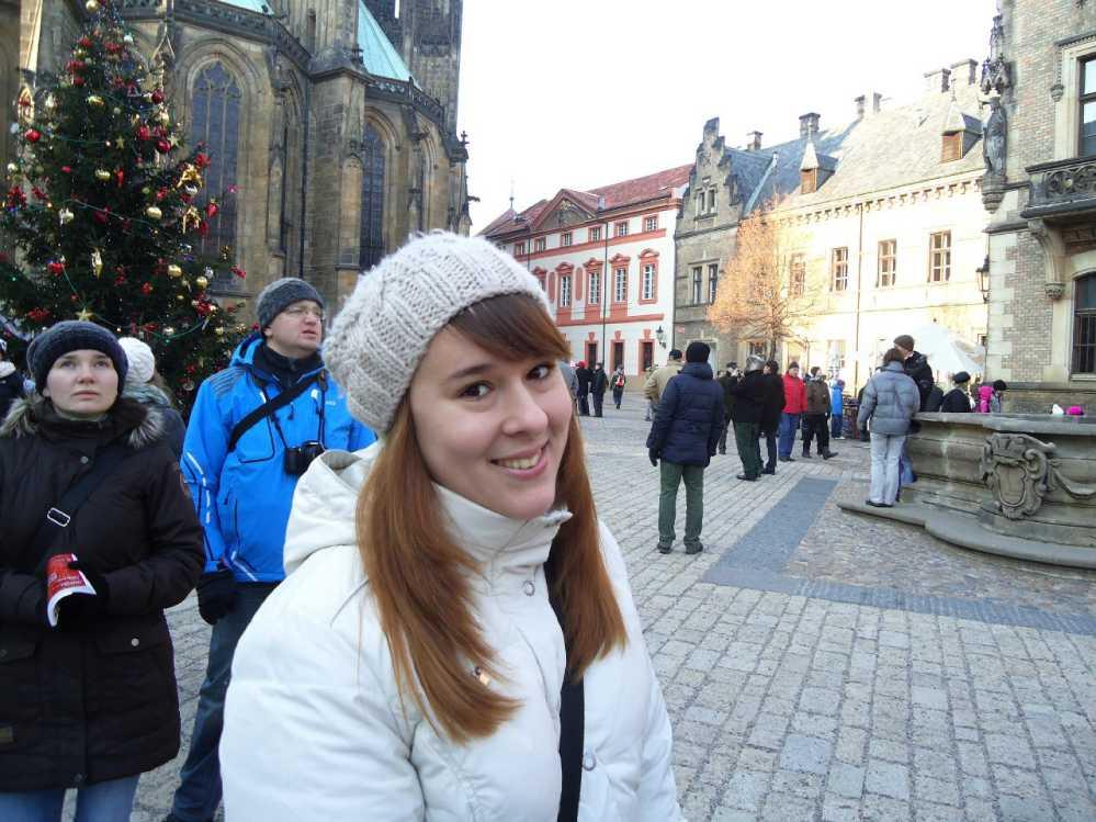 Людмила родом из Магнитогорска. После окончания медакадемии в Челябинске эмигрировала в Чехию.