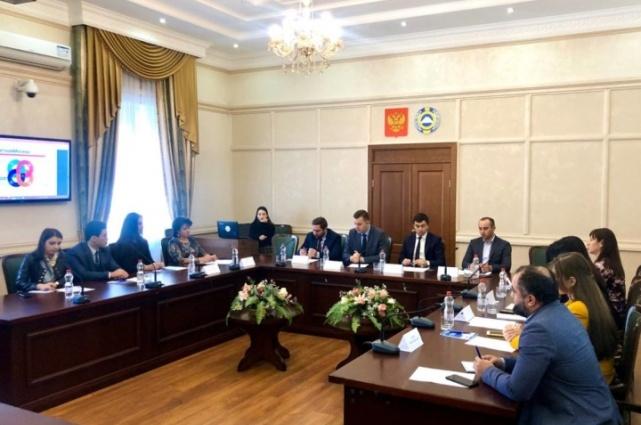 Гости и хозяева обсудили сотрудничество Карачаево-Черкесии с Москвой в сфере образования и науки, спорта и молодёжной политики, туризма, экономики.