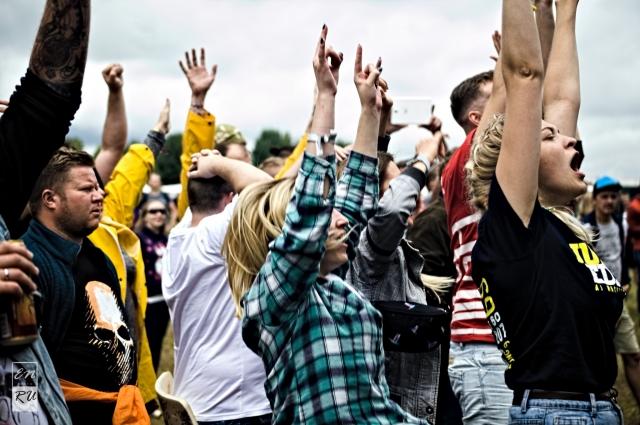 Публика на рок-фестивале