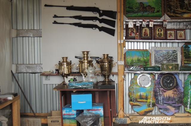 Оружие травматическое, поделки сделаны местными мастерами. Тем и живут юрюзанцы