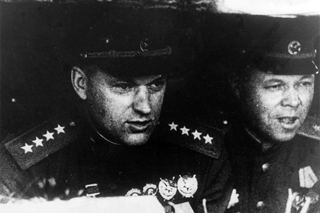 Константин Рокоссовский (слева) и Николай Ватутин. Курская битва, 1943 г.