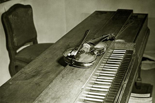 Скрипка и клавесин, на которых Вольфганг Амадей Моцарт играл в детстве