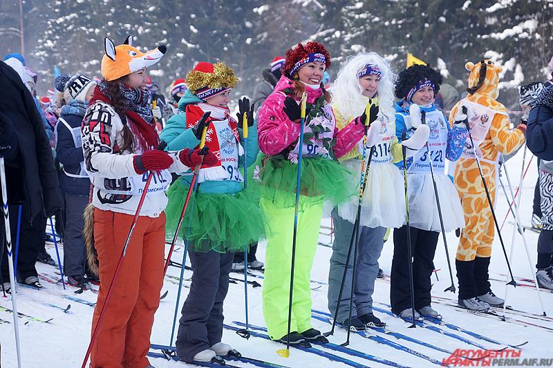 Первыми на старт вышли участники «ЭкоЛыжни», костюмированной гонки на 2017 метров.