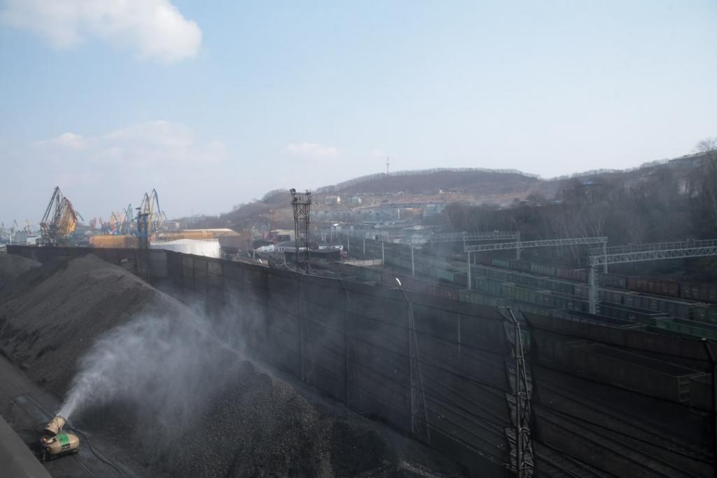 Вода мешает разлетаться угольной пыли