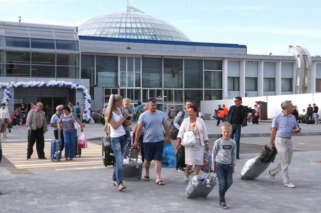 Новый терминал «Храброво» пока не справляется с потоком туристов.