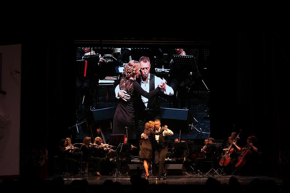 И снова танго - уже на сцене.