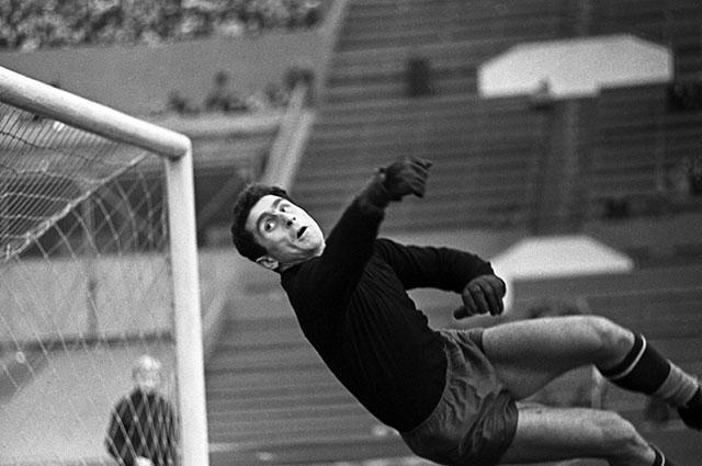 Один из лучших вратарей СССР 60-х годов Анзор Кавазашвили.