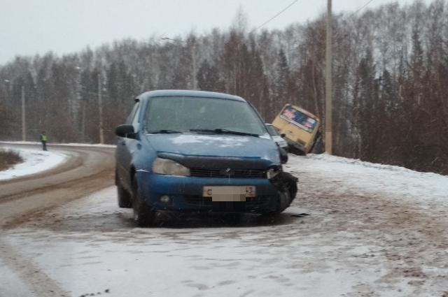 За рулём легкового автомобиля находился 35-летний водитель.