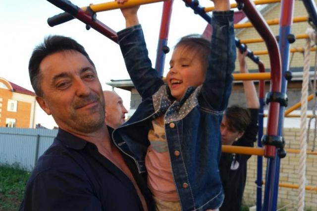 Отец с ребенком.