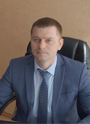 Максим Гришков родился 19 января 1983 года в областном центре. Активный участник территориально-общественного самоуправления (ТОС). Будучи замом уличкома, своими руками построил спортивную площадку. Награждён администрацией города Сельцо за активную жизненную позицию и личный вклад в развитие микрорайона Коммунар.
