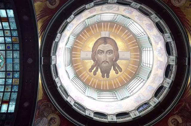 Мозаичное панно с образом Спаса Нерукотворного, древнейшим из канонических изображений Христа.