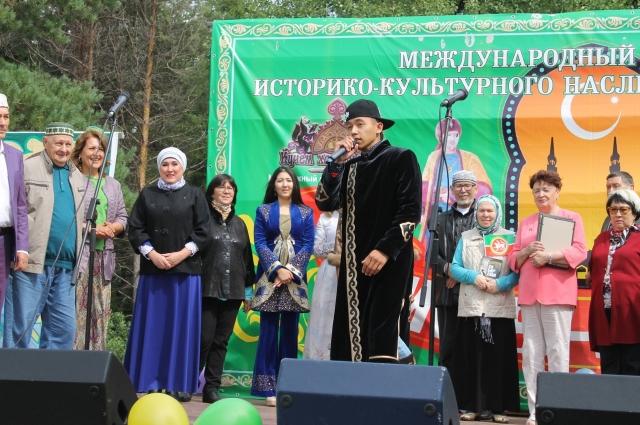 Рузиль является почитателем национальных традиций.