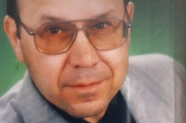 Геннадий Николаевич Косяков родился в 1950 году, педагогический стаж 48 лет, женат, имеет четырёх сыновей и пятерых внуков.