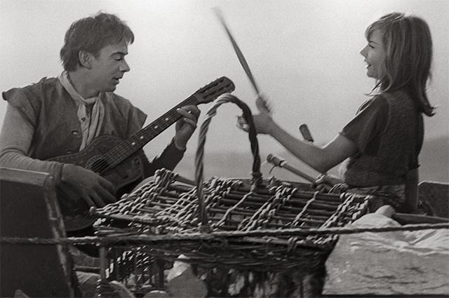 С Алексеем Баталовым в фильме «Три толстяка», 1966 год.