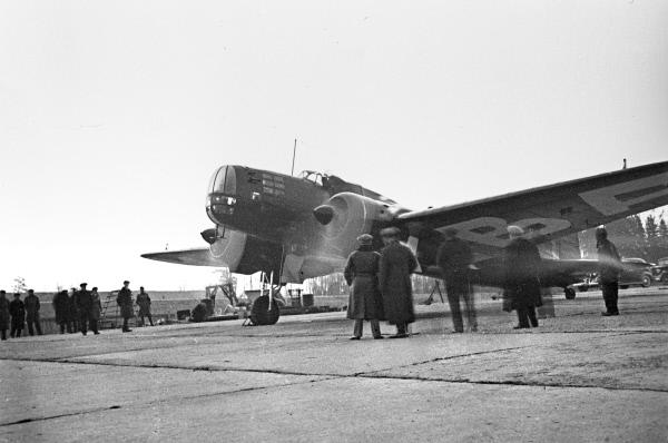Модифицированный самолет ЦКБ-30 перед вылетом. Репродукция фотографии 1939 года