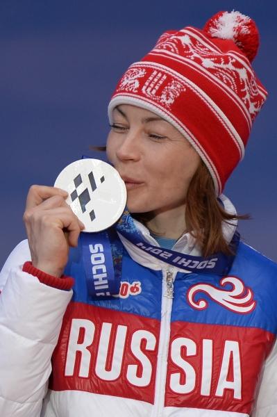 Инга Медведева на XI Паралимпийских зимних играх в Сочи во время церемонии награждения