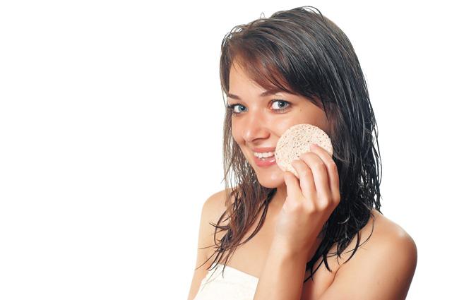 Чтобы макияж держался дольше, сегодня лучше не пользоваться кремом-уходом, заменив его на праймер