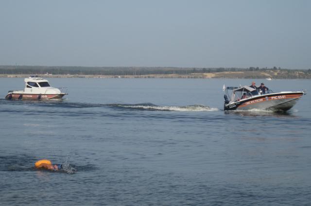 заплыв через Волгу, сотрудники МЧС по Чувашии