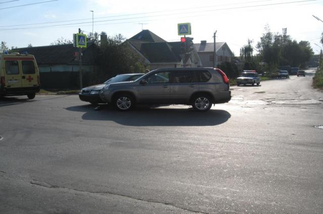 Водитель «Шкоды» отправлен в больницу.