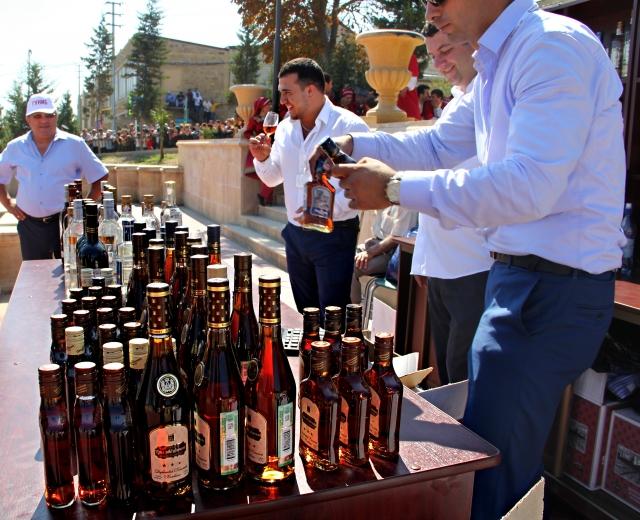 На дербентском празднике свободно продавался крепкий алкоголь.