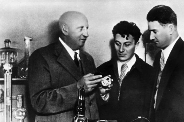 Советские физики (слева направо): Абрам Иоффе, Абрам Алиханов, Игорь Курчатов.