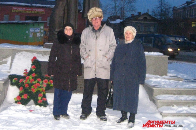 Александр Смирнов и группа пенсионеров добились установки в Арамиле уникального памятника.