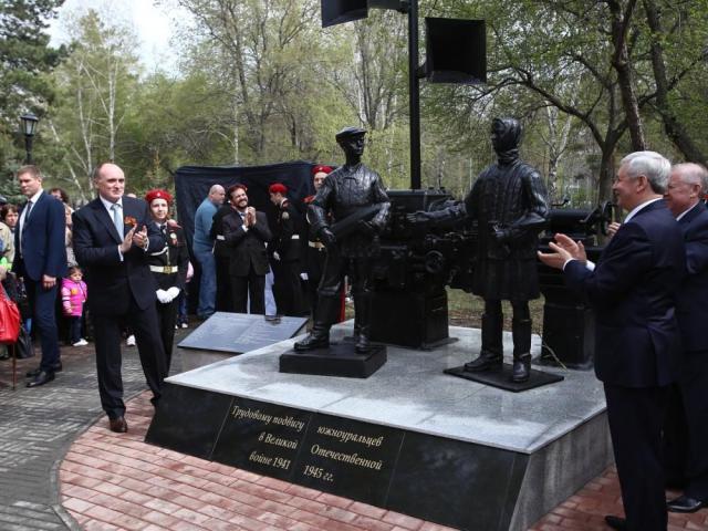 компания участвовала в открытии памятника труженикам тыла.