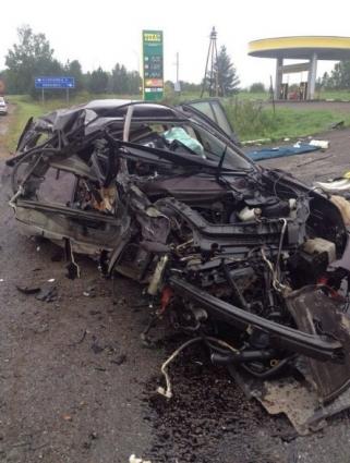 В аварии погибли мать и двое детей.