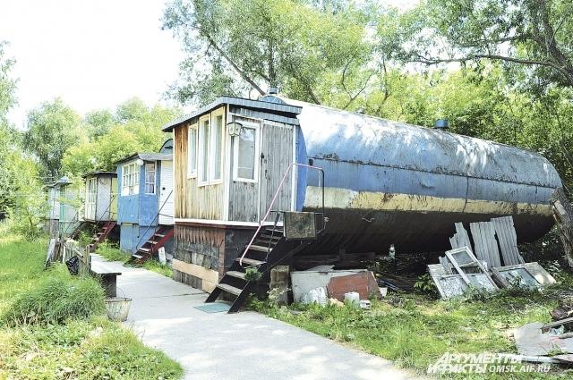 В Омске «бочковые квартиры» существуют около тридцати лет.