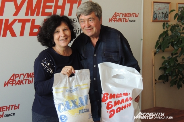 Ольга Сурадеева с победителем конкурса Юрием Лупановым.