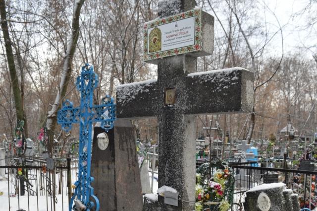 Известная казанская монахиня похоронена на Арском православном некрополе, на второй пешеходной аллее за часовней купца Виноградова.