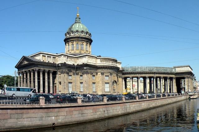 Одноименная улица находится рядом со знаменитым собором.