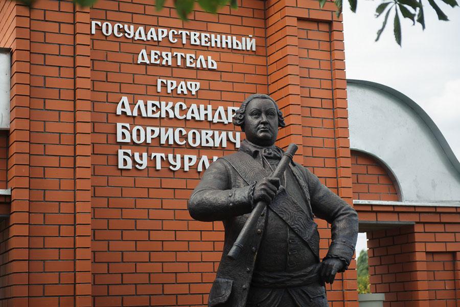 В Бутурлиновке появился памятник основателю - графу Бутурлину.