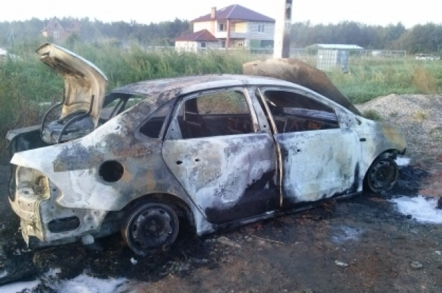 Автомобиль выгорел полностью.