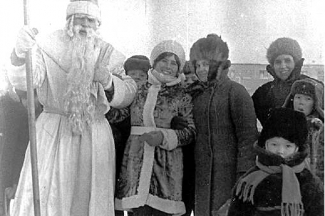 На улице можно было запросто встретить Деда Мороза
