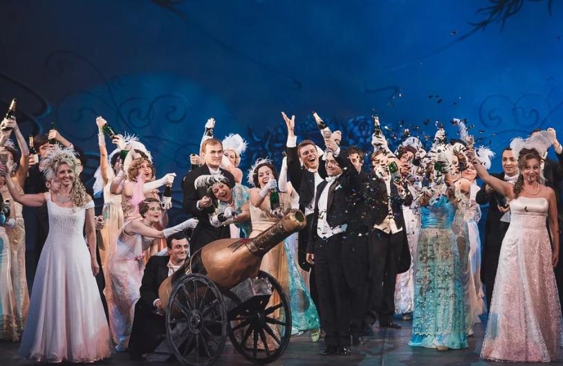 Грандиозным концертом-феерией «На бис» завершается 87-й сезон Ростовского музыкального театра.